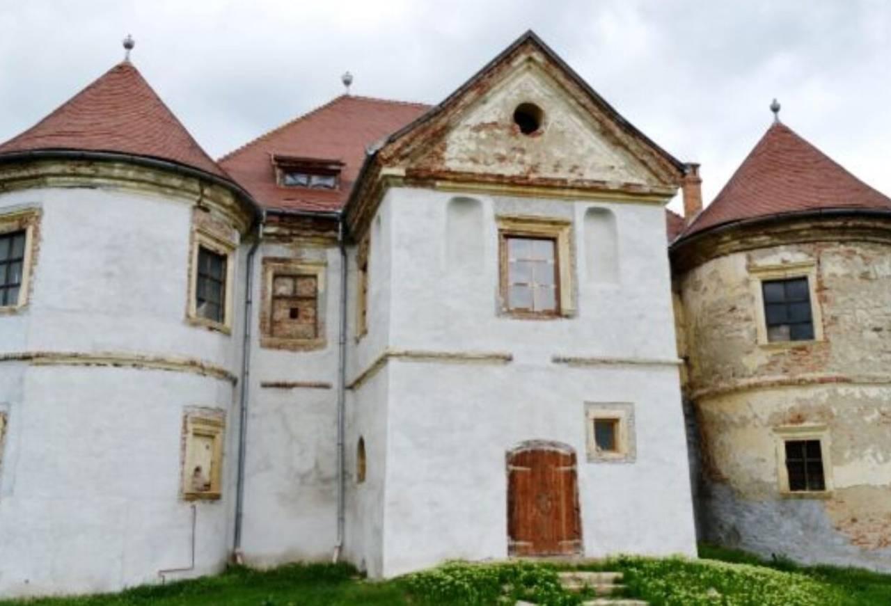 Castelul Pekri 3